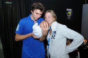 Gilles Simon With His Wife Carine Lauret and Baby Pic 2012 01