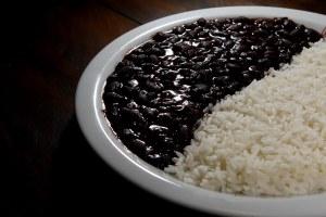 SAO PAULO 21/09/2009 - ECONOMIA OE - Feijao - Arroz - Materia sobre a queda do preco do arroz e do feijao. As imagens foram feitas no restaurante Bolinha.  FOTO JONNE RORIZ/AE