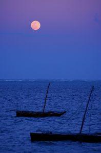 1024px-Moon_Over_Mombasa