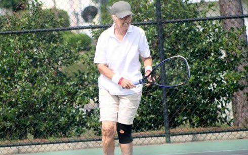 tennis_woman_older_trimmed-large_trans++2oUEflmHZZHjcYuvN_Gr-bVmXC2g6irFbtWDjolSHWg